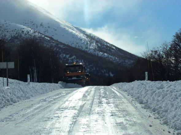 Se trabaja intensamente en todos los frentes para mantener operativos los caminos
