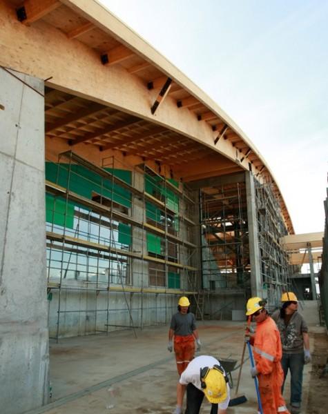 Polideportivo avanza para ser inaugurado en los próximos meses.
