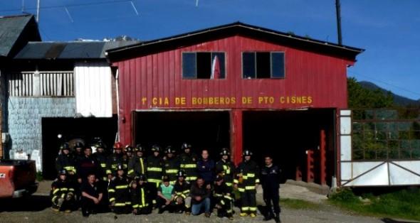 Cuerpo de Bomberos de Puerto Cisnes recibe terreno fiscal de Bienes Nacionales para la construcción de su cuartel