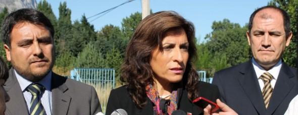 El seremi (s) de Gobierno, La intendenta Cuevas, y el asesor jurídico de la Intendencia de Aysén, Iván Moscoso.