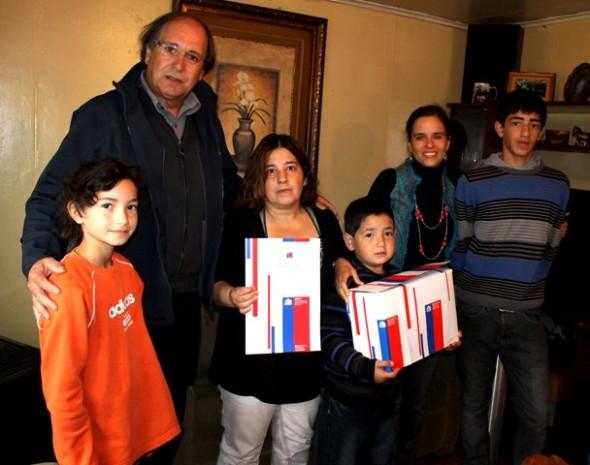 Familia de Myriam Asmutt, el seremi de Vivienda y Urbanismo Orlando Baesler, junto a la directora regional de Senadis, Dominique Bräutigam