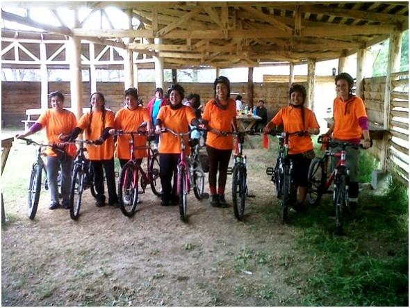 Destacado frontal fue el ataque deportivo a la exigente prueba de trekking y ciclismo de parte de las cochraninas.
