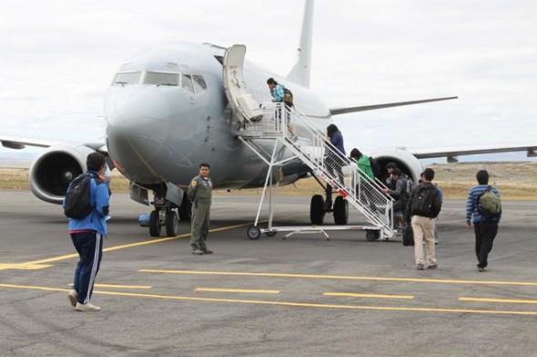 86 estudiantes viajaron a sus centros de estudios gracias a iniciativa de FACH y la Intendencia Regional de Aysén..