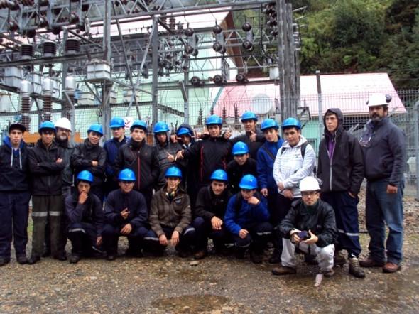 Alumnos de Electricidad del Liceo Agricola visitan Planta Edelaysen en Puerto Aysén