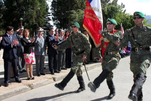 Con Impecable desfile cívico militar celebraron los 59 años de Cochrane