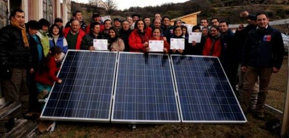 26 familias de sectores rurales de Ibáñez cuentan con electricidad fotovoltaica