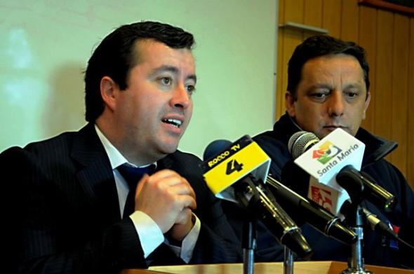 El intendente (s) Néstor Mera y el director regional de Onemi Sidi Bravo