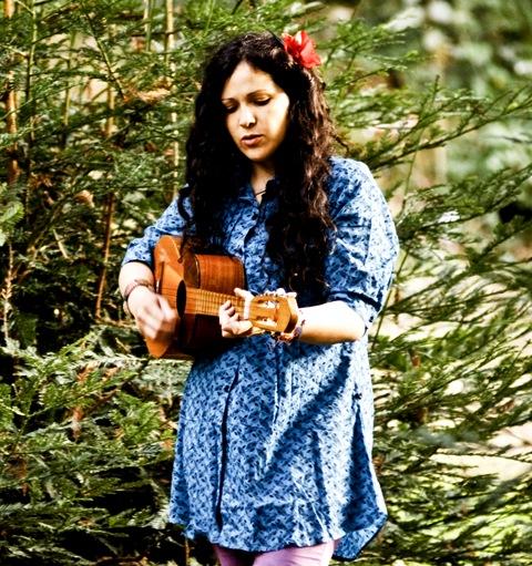Evelyn Cornejo, cantautora