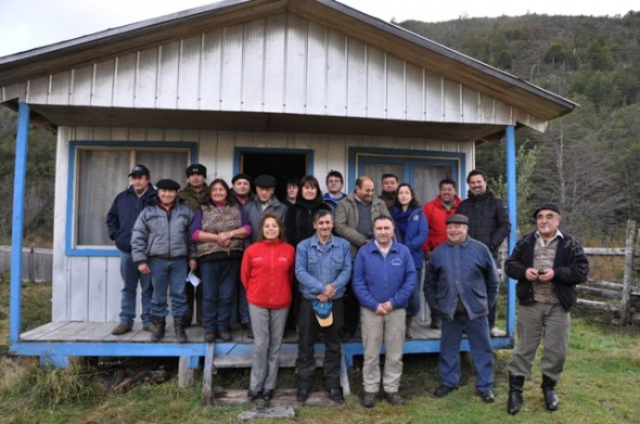 Pobladores del sector lago vargas junto a autoridades comunales
