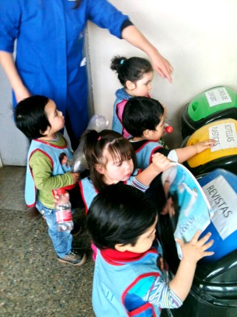 P rvulos de jard n infantil kau kalem de coyhaique for Ideas para el jardin reciclando