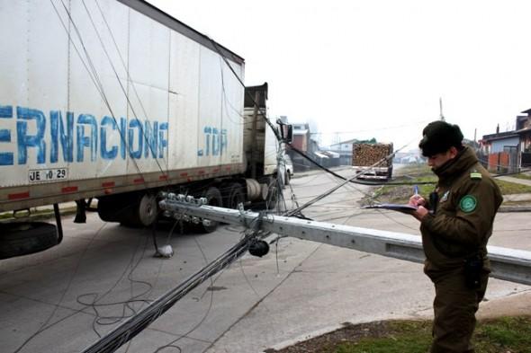 Camión impactó tendido electrico