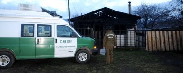 Labocar de Carabineros investiga incendio registrado la madrugada de ayer jueves en Coyhaique