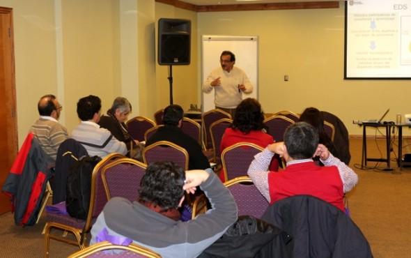 Académico del Programa Copas Sur-Austral de la Universidad de Concepción  expuso a profesores el  uso de la ciencia y la tecnología en la prevención de riesgos de tsunamis