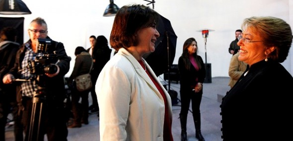 Viviana Betancourt junto a ex presidenta Michelle Bachelet