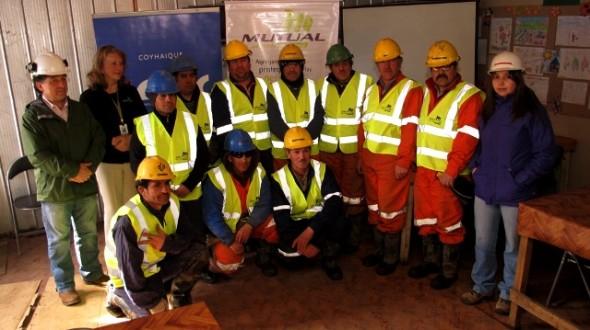 Trabajadores de la Construcción recibieron en Coyhaique Chalecos Reflectantes para protegerse en  la vía