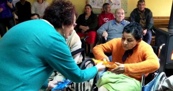 Colegio de odontólogos regaló insumos dentales a adultos mayores de la Obra Don Guanella