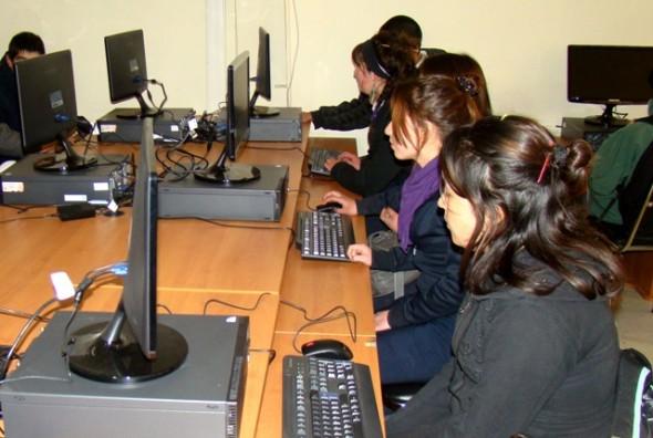 En 19 colegios de la Región de Aysén se aplica el Simce de Tecnologías de la Información y Comunicación TIC