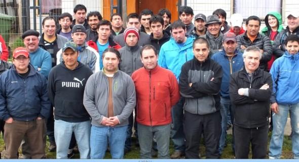 Trabajadores Salmonera Cupquelan se aprestan a votar la huelga