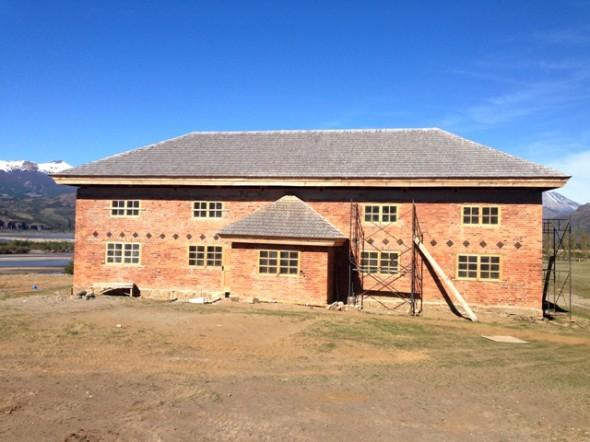 Subdere constató más de un 90 porciento de avance de obras en Escuela Antigua de Cerro Castillo