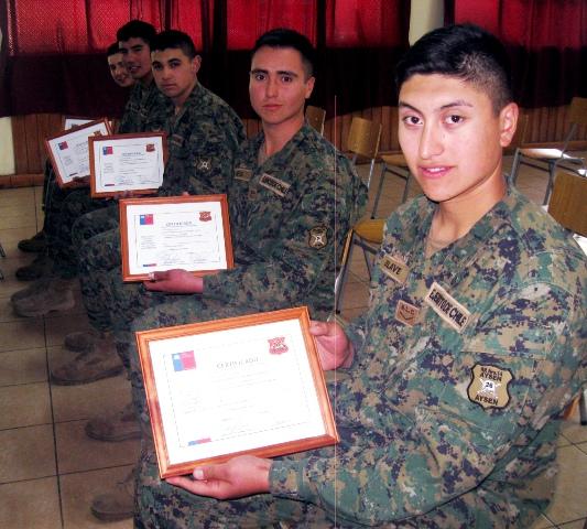 Soldados conscriptos se graduan de cursos de capacitacion laboral