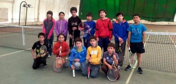 Las jóvenes promesas del tenis regional se preparan durante el verano
