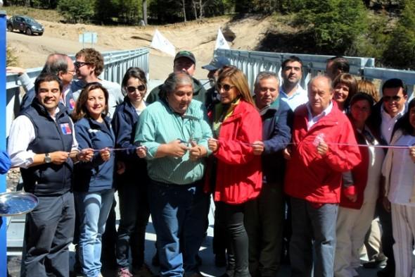 Autoridades regionales inauguran puente mecano en Reserva Nacional Jeinimeni