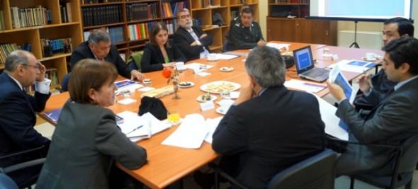 Autoridades políticas y judiciales analizaron actuales condiciones de la cárcel y proyecto de reposición.