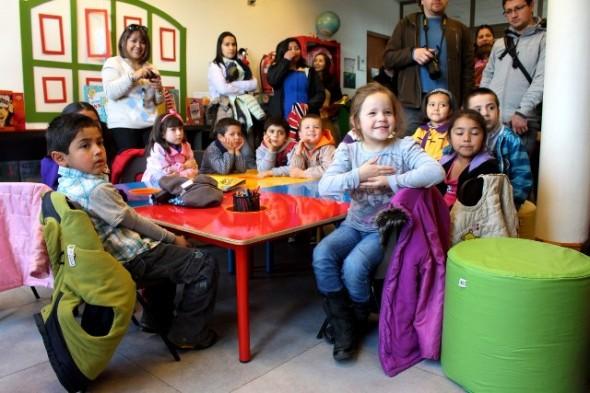 """Con inauguración de """"guaguateca"""" se conmemoró el Día del Libro en Biblioteca Regional Aysén"""
