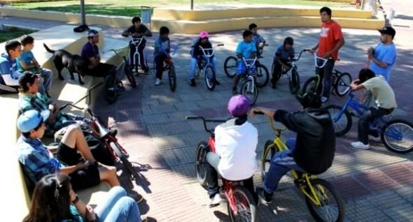 Municipio de Chile Chico implementará infraestructura para la práctica del ciclismo acrobático callejero