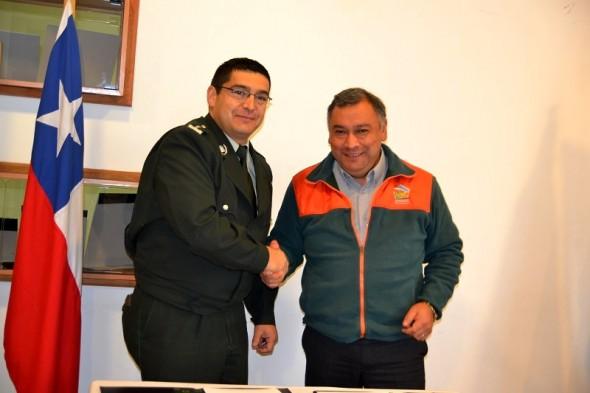 director regional de Gendarmería , Óscar Aravena Arancibia y alcalde de Coyhaique Alejandro Huala