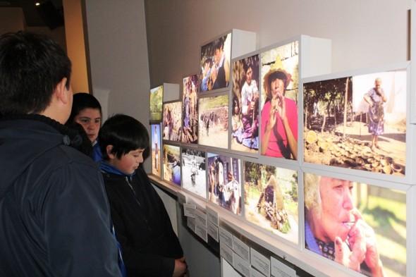 estudiantes en expo cultura