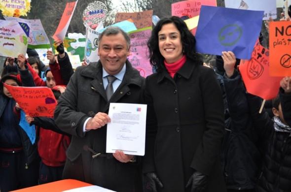 Representantes del comercio y autoridades firmaron compromiso para erradicar bolsas plásticas en Coyhaique