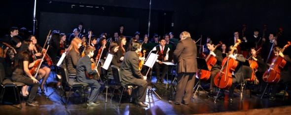 Concierto de invierno de la Orquesta Sinfónica hizo vibrar a cientos de coyhaiquinos