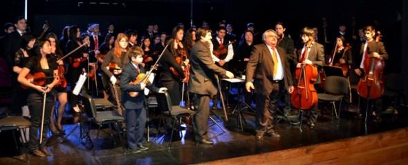 Concierto de invierno de la Orquesta Sinfónica hizo vibrar a cientos de coyhaiquinos.