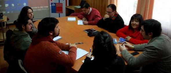 Gobernador Capitán Prat y directora regional de Sernam presentan agenda de género al comité técnico provincial de protección social