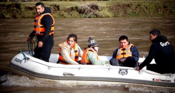 GOPE Aysén realizó salvataje de siete personas aisladas tras crecida del río Simpson