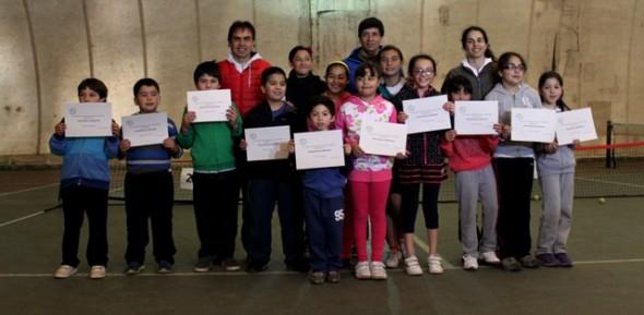 Pese a problemas de infraestructura Escuela de Tenis de Coyhaique suma 50 alumnos