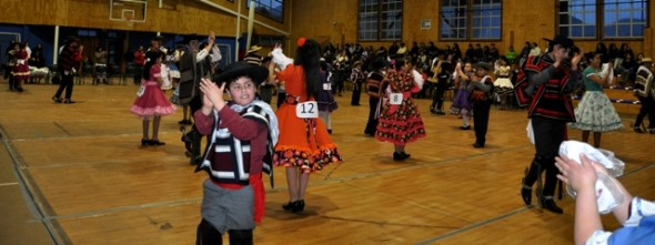 Con maratón de cueca y velada folclórica iniciaron las fiestas patrias 2014 en Cochrane..