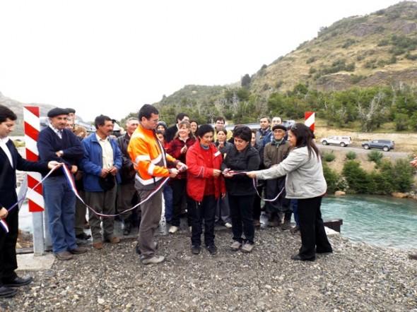 Inauguracion Puente sobre rio Maiten Cochrane