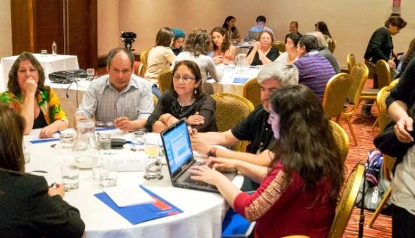 Mesas de trabajo durante el Encuentro Coyhaique Nota