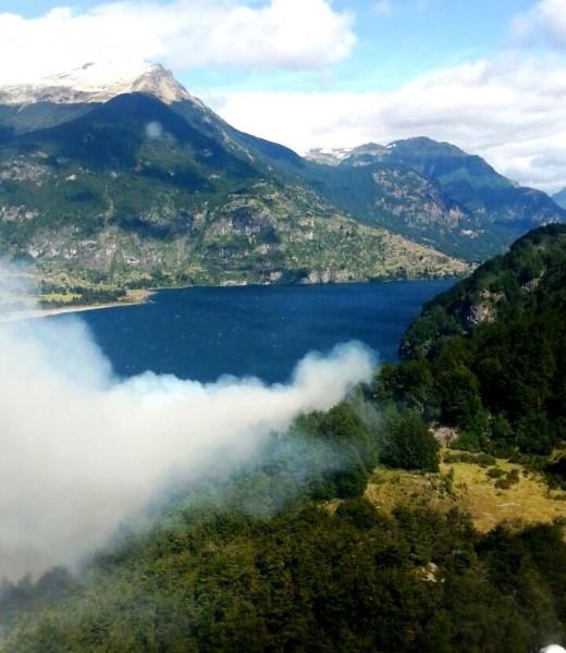 Incendio Lago Elizalde vista aerea Conaf 1
