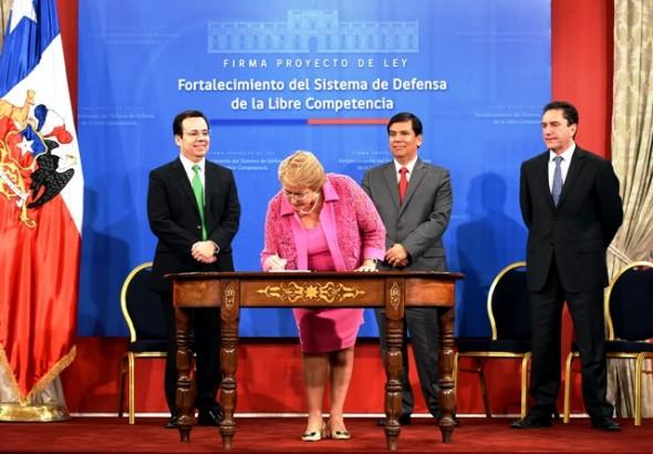 Bachelet firma proyecto Nota