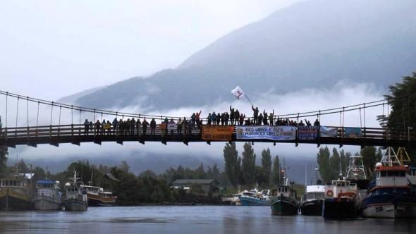 Manifestacion contra Energia Austral - Puente Los Palos 1