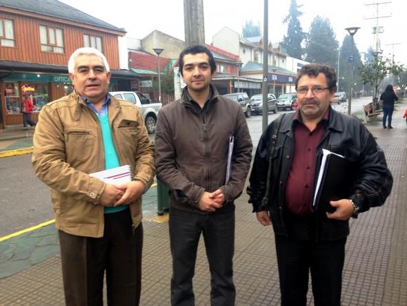 El concejal Ricardo Ibarra, el Alcalde (s) Crtistian Saldía, y el concejal Juan Haro de Chile Chico 2