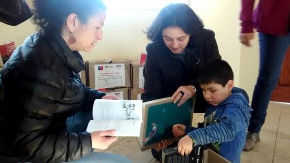 Carola Rojas entrega Libros 3