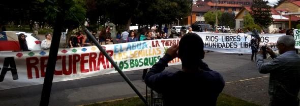 Frente a la intendencia en Coyhaique