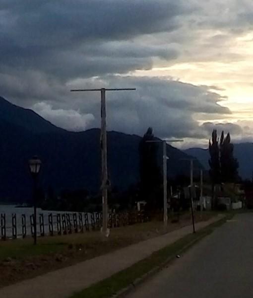 Municipio porteño desarrolla proyecto de reposición y ampliación de alumbrado público en Costanera de Río Aysén.