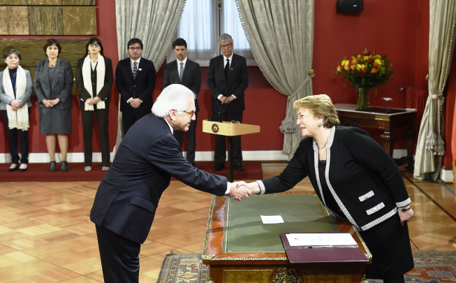 Audio gobierno nombr a mario fern ndez baeza como nuevo for Ministro del interior espana 2016