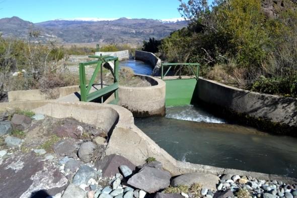 Seremi de Agricultura entregó derechos de agua a pequeños productores de Cochrane