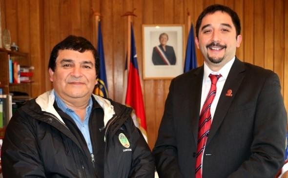 Concejal Manuel Curinao junto a Intendente Región de aysén